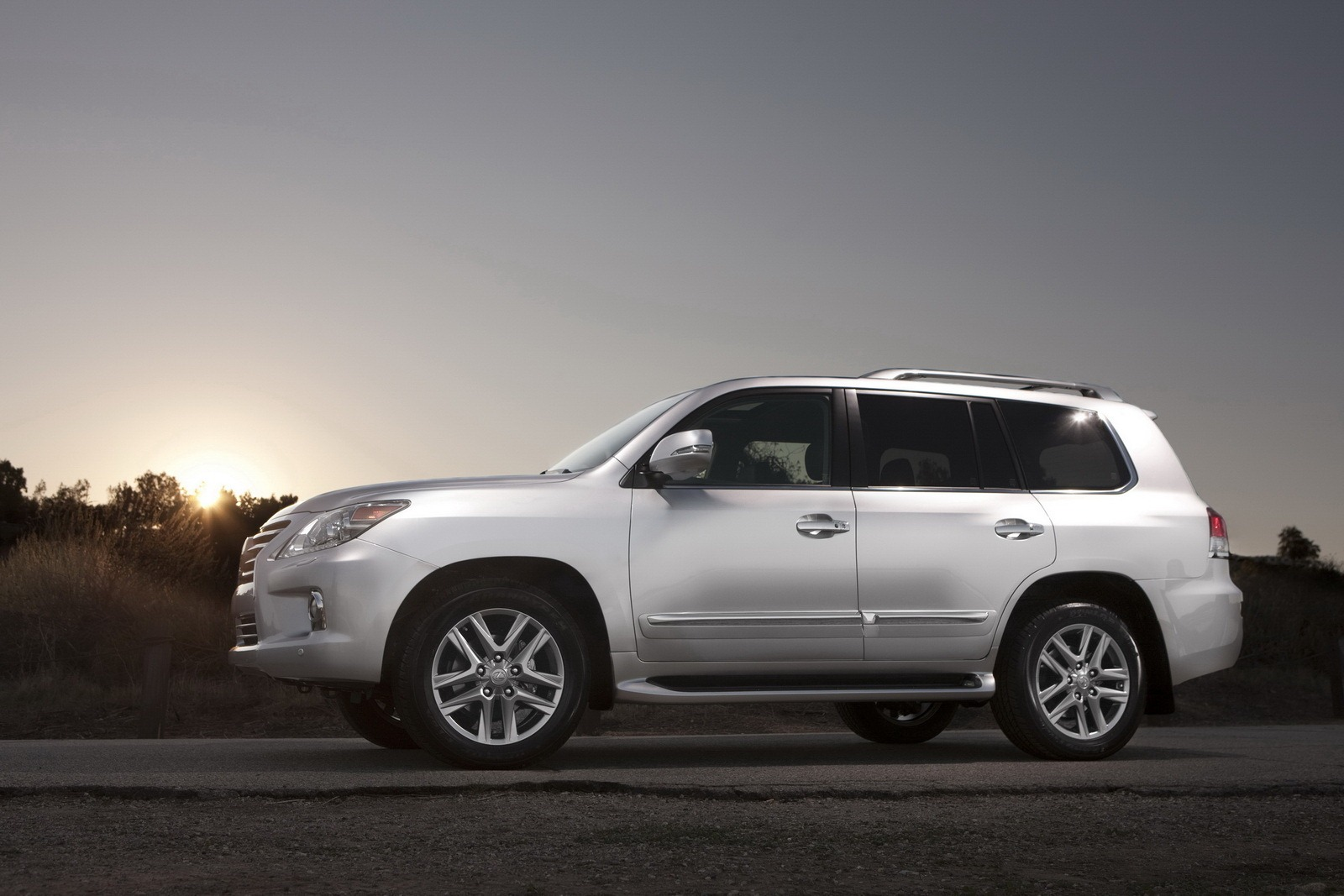 Luxury Suvs Vehicle: 2013 Lexus LX 570 Luxury SUV – An Overview