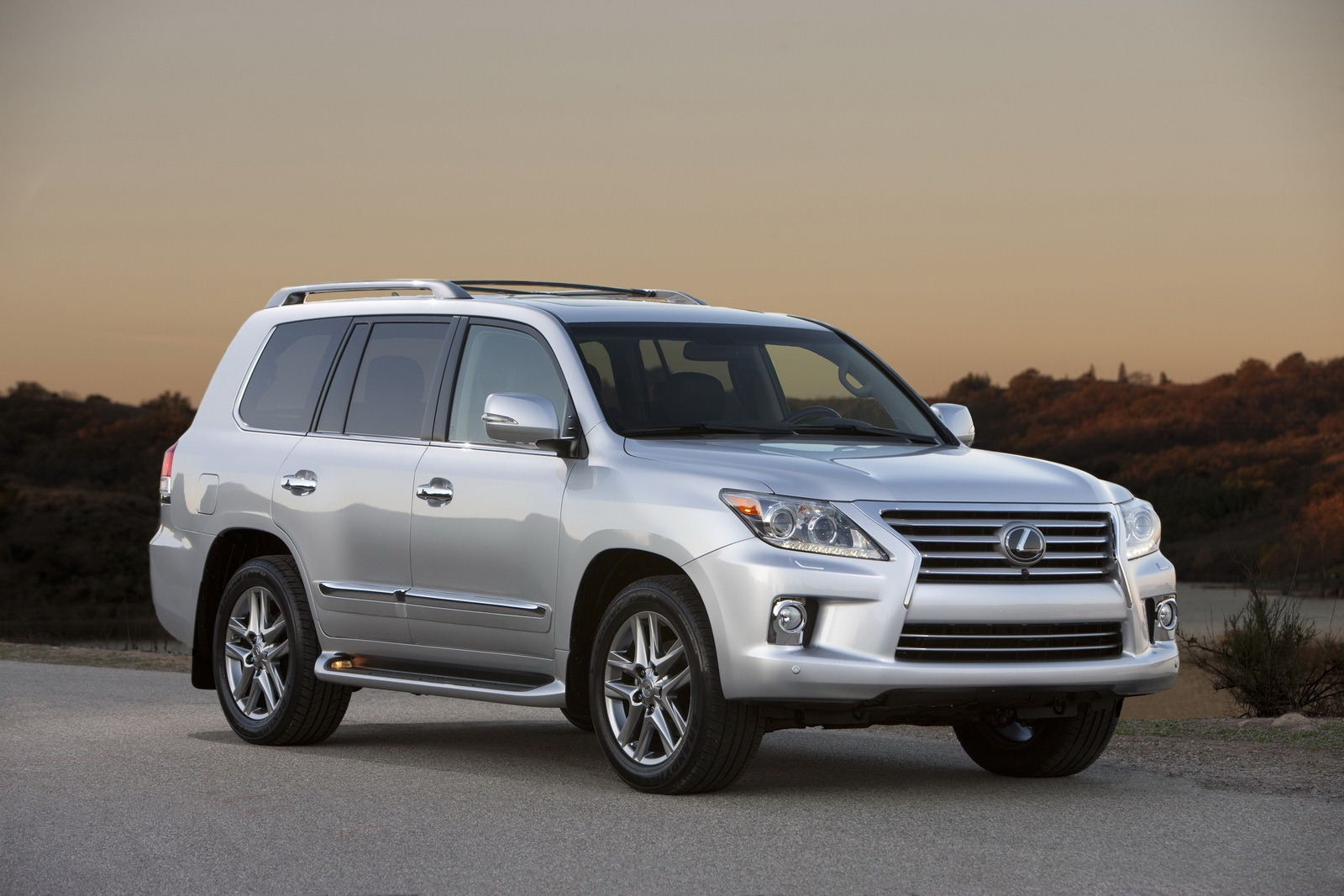 2013 Lexus Lx 570 Luxury Suv An Overview Machinespider Com