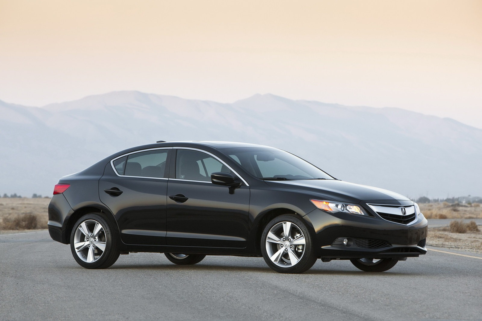 2013 Acura ILX Sedan 3 Official photos of 2013 Acura ILX Sedan and RDX Crossover released