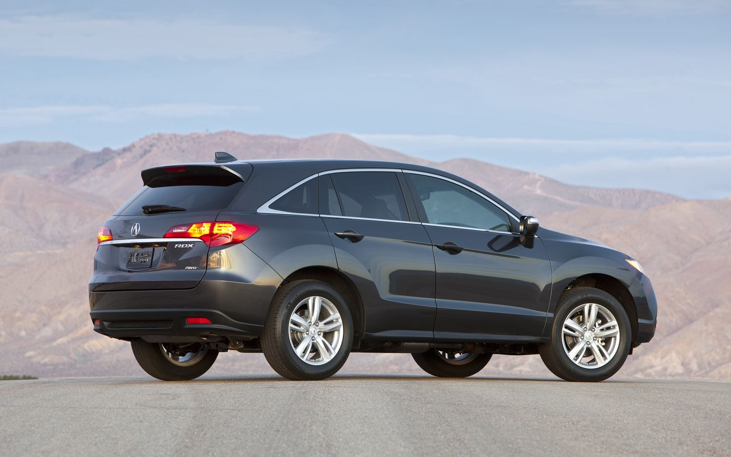 official photos of 2013 acura ilx sedan and rdx crossover. Black Bedroom Furniture Sets. Home Design Ideas