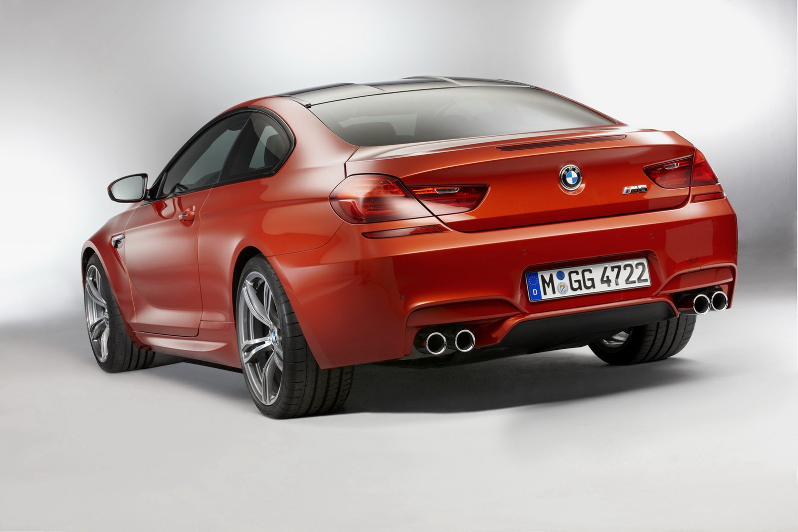 2013 BMW M6 Coupe and Convertible 3 BMW to Launch 2013 M6 Coupe and Convertible with New Features