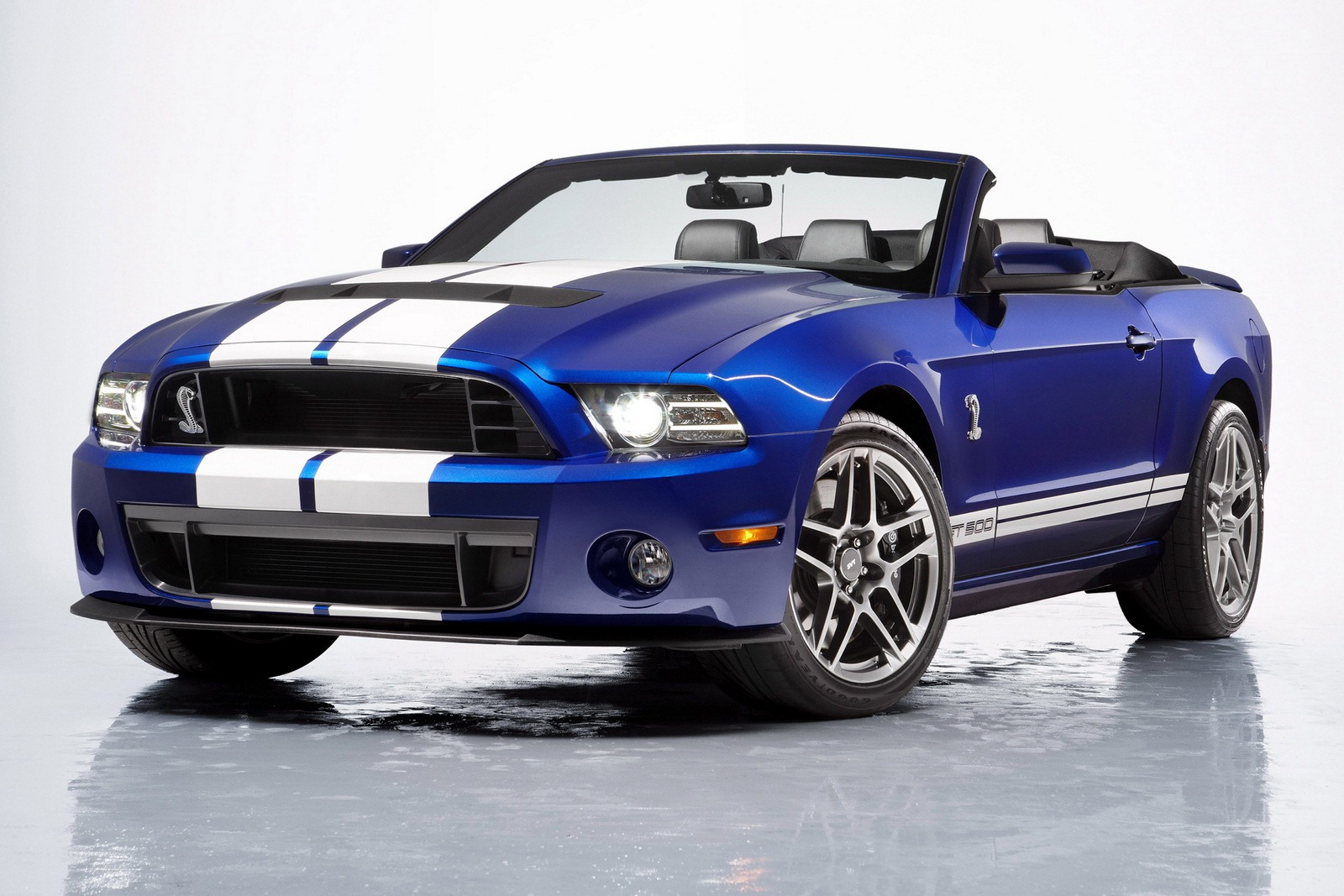 2013 Ford Shelby GT500 Convertible 2013 Ford Shelby GT500 Convertible  Energy Efficient and Fuel Economic