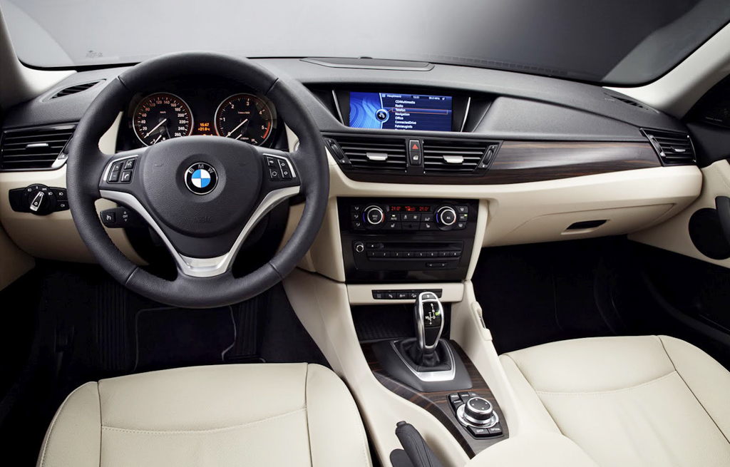 2013 bmw x1 facelift with a new look. Black Bedroom Furniture Sets. Home Design Ideas