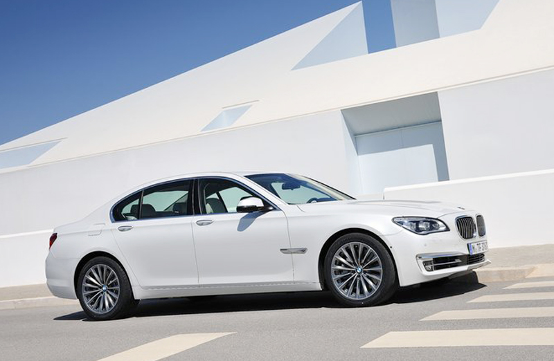 2013 BMW 7 Series 2013 BMW 7 Series features and photos gallery