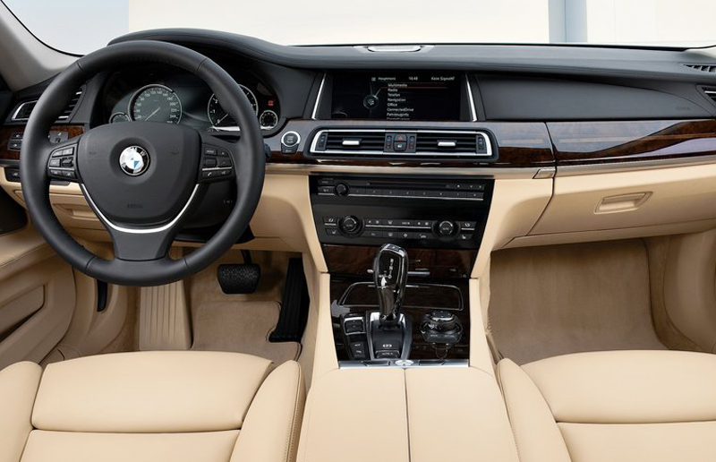 BMW 750Li 2013 2 The powerfully Built 2013 BMW 750Li