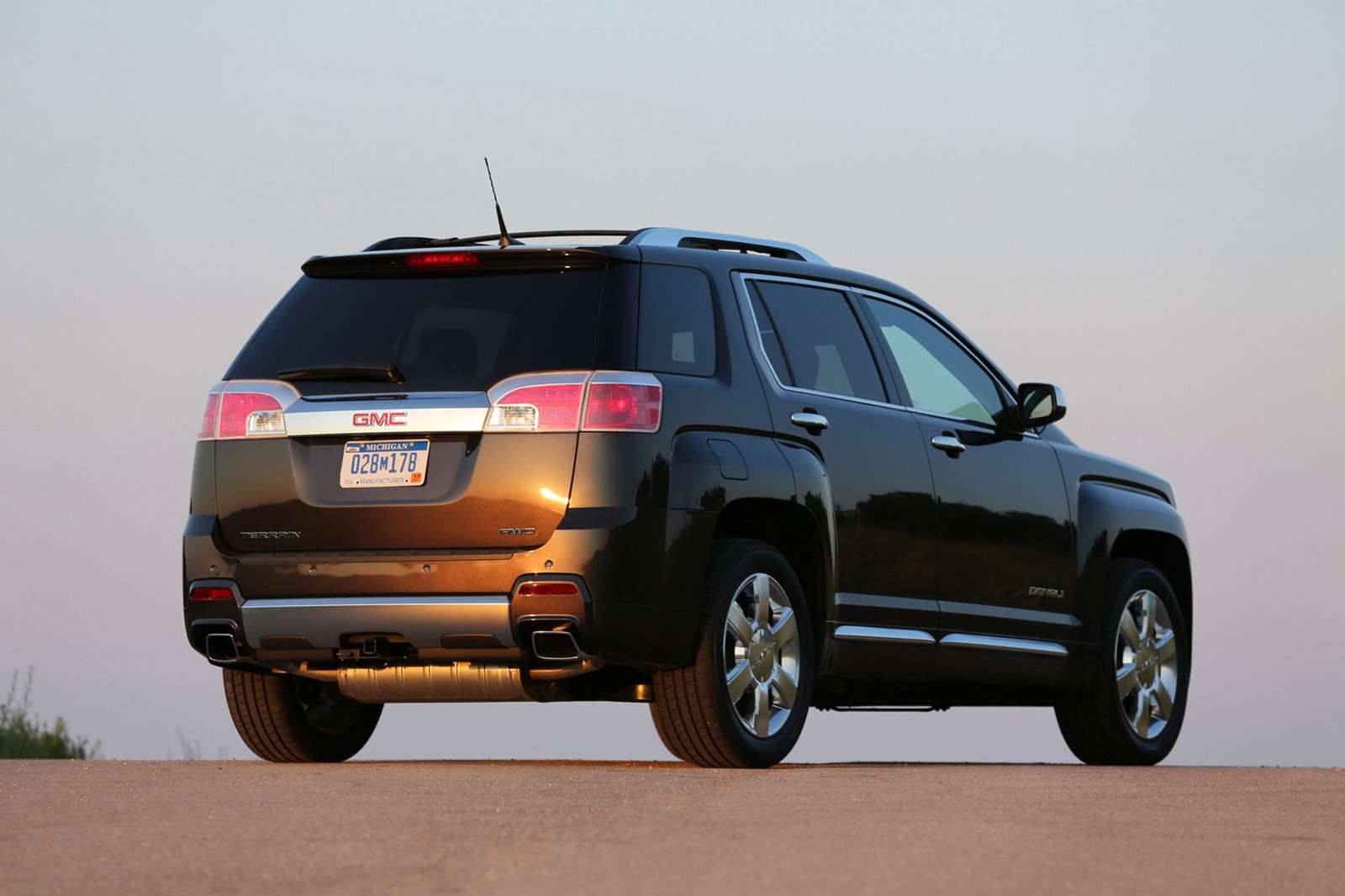 2013 GMC Terrain Denali 3 2013 GMC Terrain Denali with Price Range from $35,350 to $38,600
