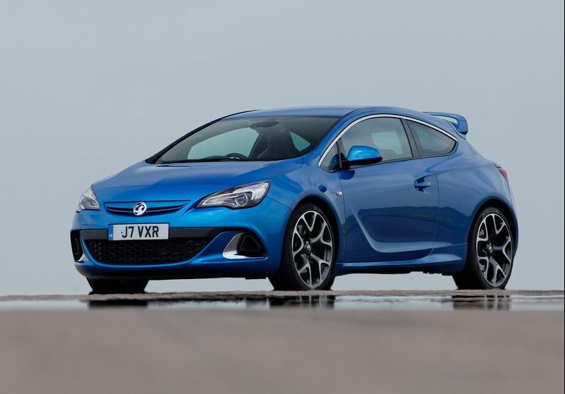 the muscular 2013 vauxhall astra vxr. Black Bedroom Furniture Sets. Home Design Ideas