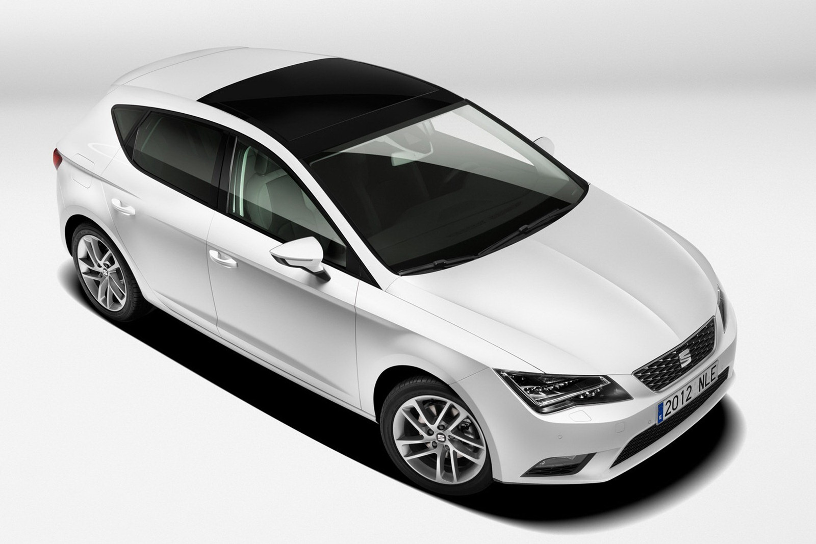 2013 Seat Leon 2 2013 Seat Leon   Majestic Aesthete, Dazzling Color Contrast and Superb Nav System