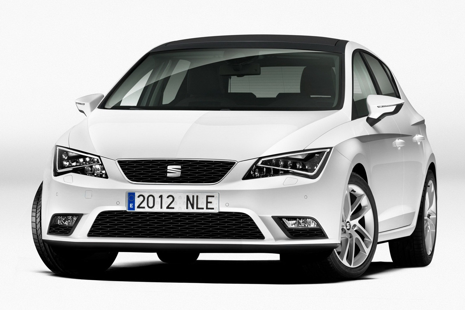 2013 Seat Leon 2013 Seat Leon   Majestic Aesthete, Dazzling Color Contrast and Superb Nav System