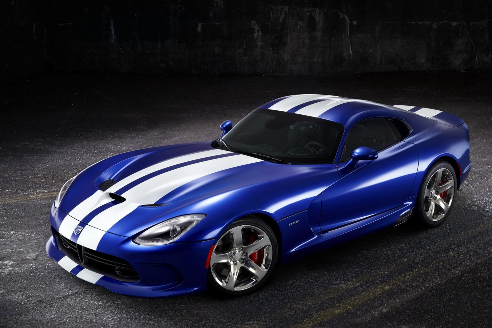 2013 SRT Viper 2013 SRT Viper is luxurious and clearly expensive
