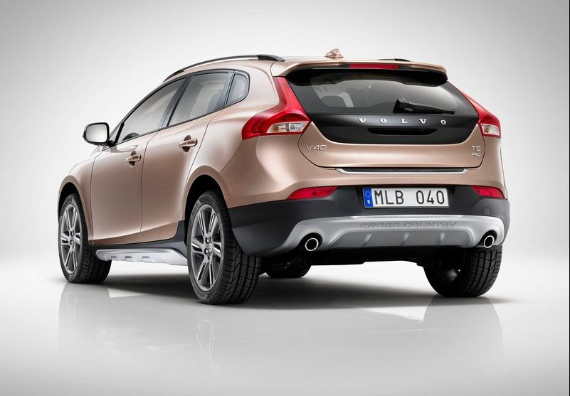 2013 Volvo V40 Cross Country 2 2013 Volvo V40 Cross Country to be launched at the Paris Motor Show