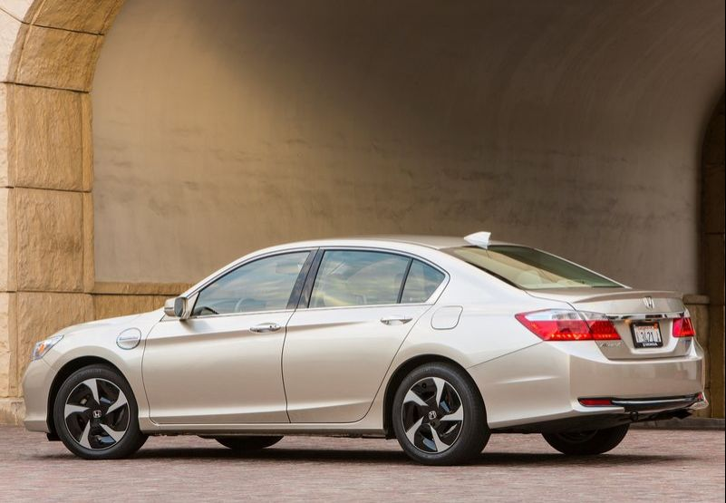 2014 Honda Accord PHEV 3 2014 Honda Accord PHEV   is the best among all fuel saving Sedan