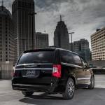 2013 Chrysler Town And Country S (2)