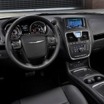 2013 Chrysler Town And Country S (5)