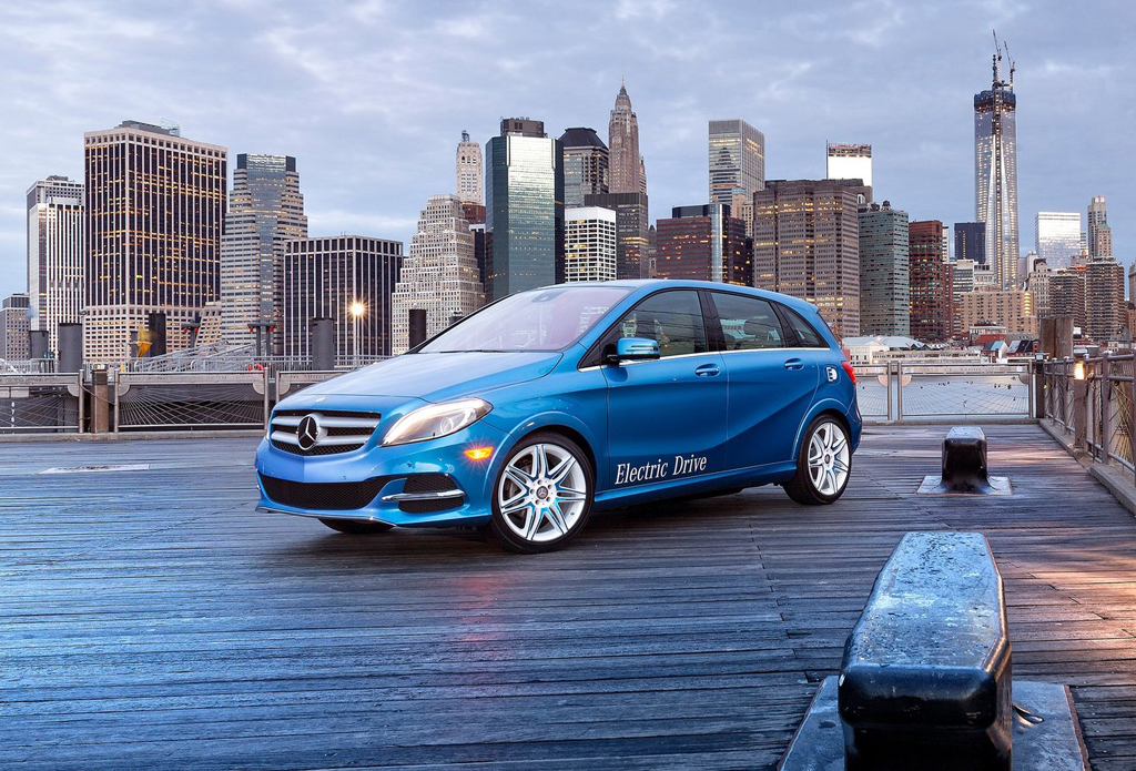 Mercedes benz enters the 2015 b class electric drive for Mercedes benz b class electric