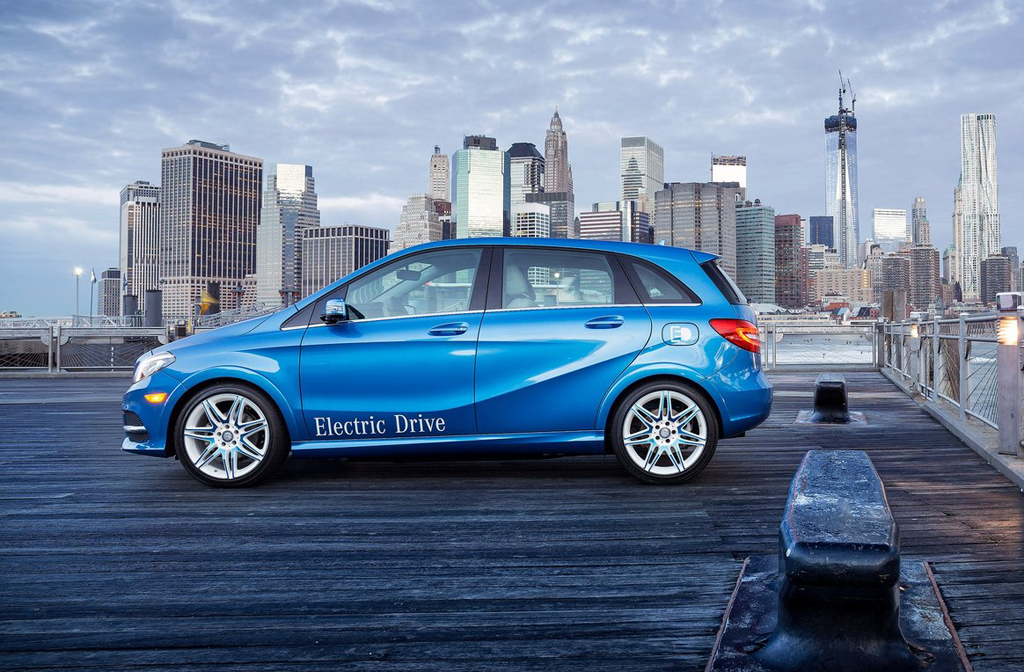 Mercedes benz enters the 2015 b class electric drive for 2015 mercedes benz b class electric drive