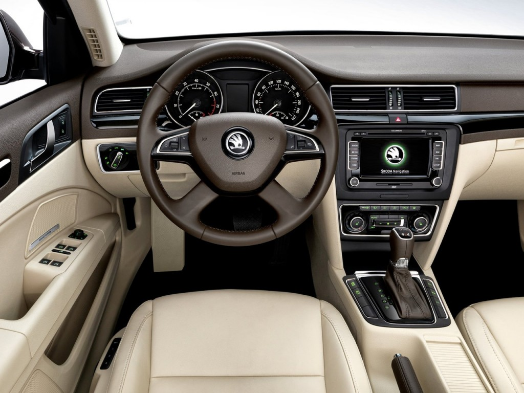 2014 Skoda Superb Combi interior 1024x768 2014 Skoda Superb Combi