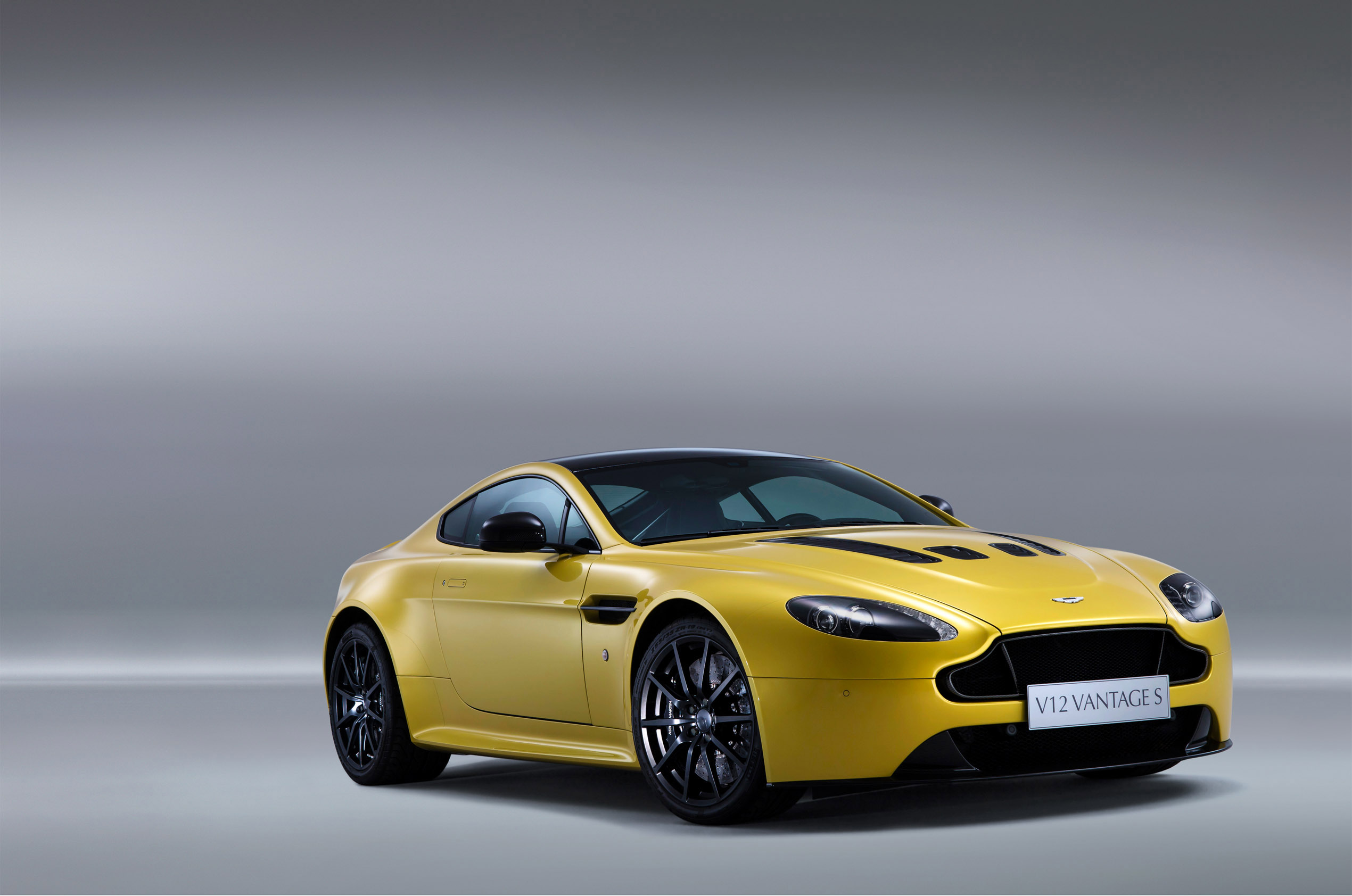 2014 aston martin v12 vantage s details. Black Bedroom Furniture Sets. Home Design Ideas