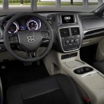 Interior Dodge Grand caravan 30th Anniversary edition photos  (5)