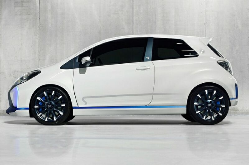 2015 Toyota Yaris features and details | machinespider.com