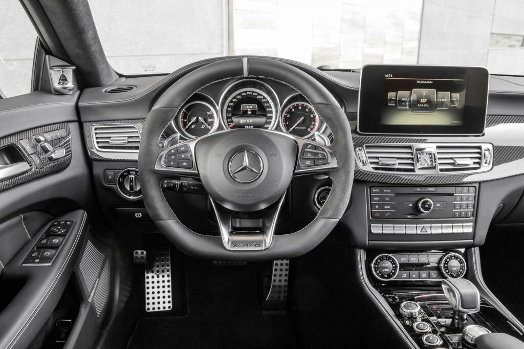 2015 Mercedes Benz CLS facelift Interior 1 Face lifted 2015 Mercedes CLS ready for release