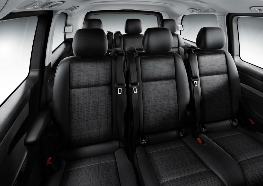 Mercedes reveals 2014 vito for Mercedes vito interieur