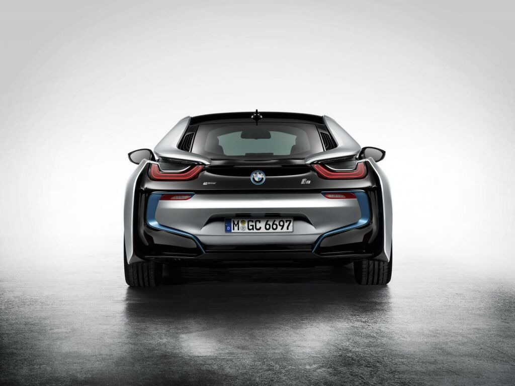 2015 BMW i8 7 2015 BMW i8 sports car out now