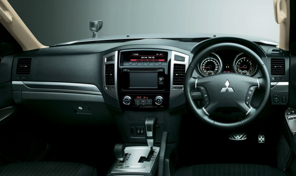 2015 Mitsubishi Pajero facelift Interior 1 Facelifted 2015 Mitsubishi Pajero out in Japan