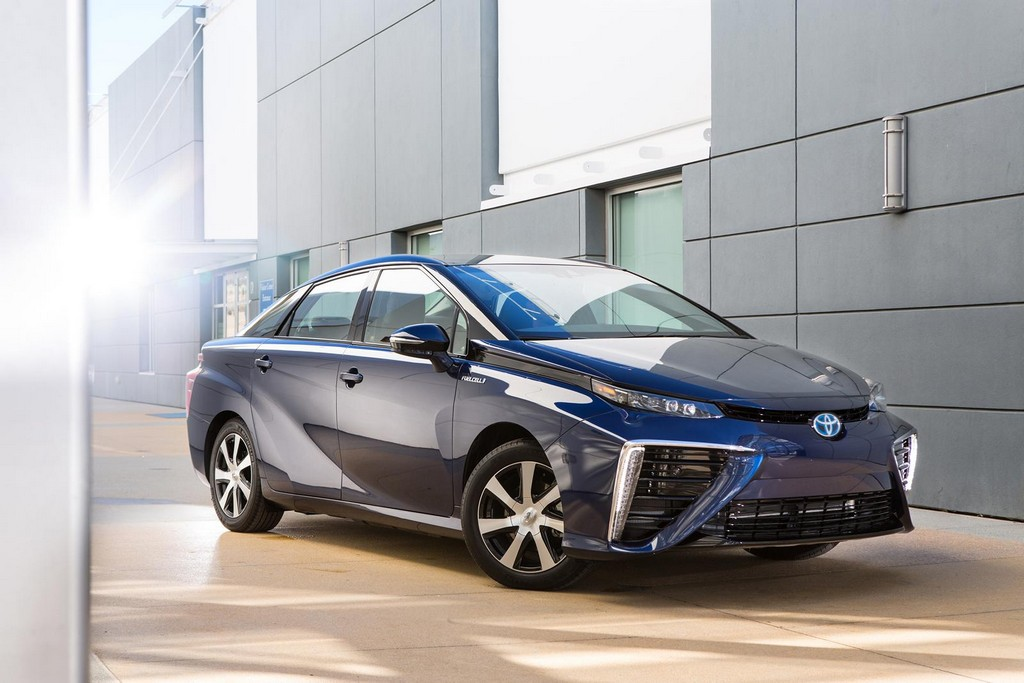 2015 Toyota Mirai 1 Toyota reveals the fuel cell vehicle 2015 Mirai