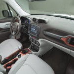 2015 Jeep Renegade Interior (3)