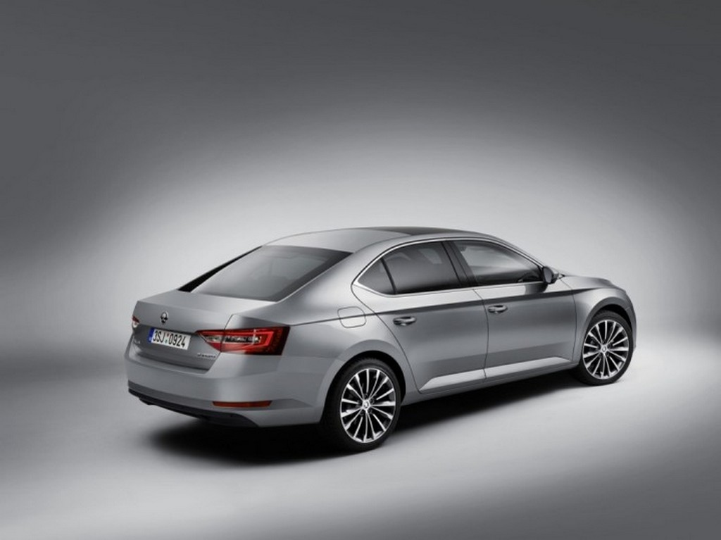 2016 Skoda Superb 4 2016 Skoda Superb features and details