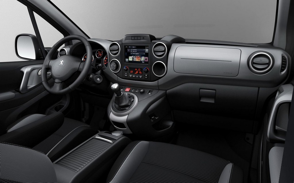 2015 Peugeot Partner facelift Interior 2 2015 Puegeot Partner Facelift Details and Features