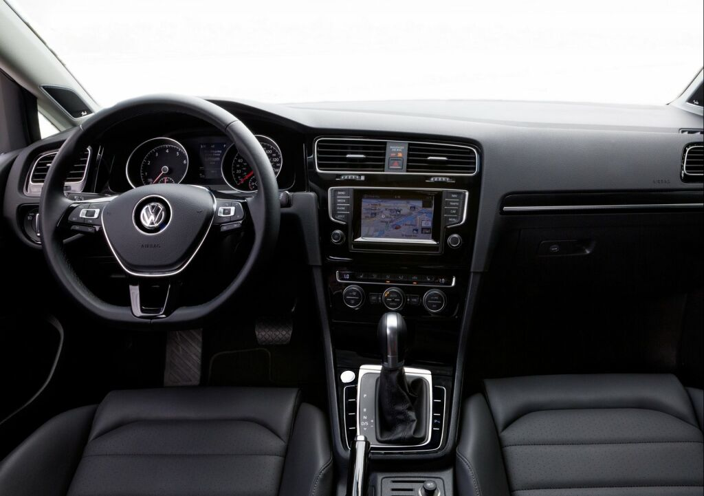 2015 Volkswagen Golf SportWagen Interior 3 2015 Volkswagen Golf SportWagen features and details