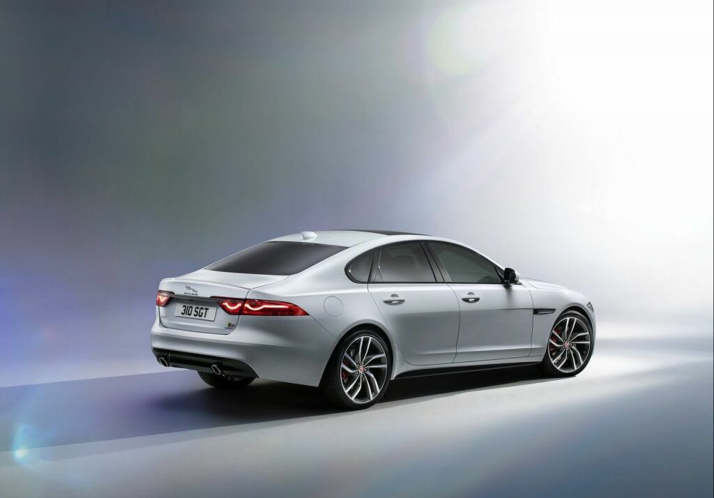 2016 Jaguar XF 4 2016 Jaguar XF Features and specs