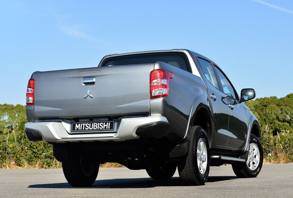 2016 Mitsubishi L200 6 2016 Mitsubishi L200 features and details