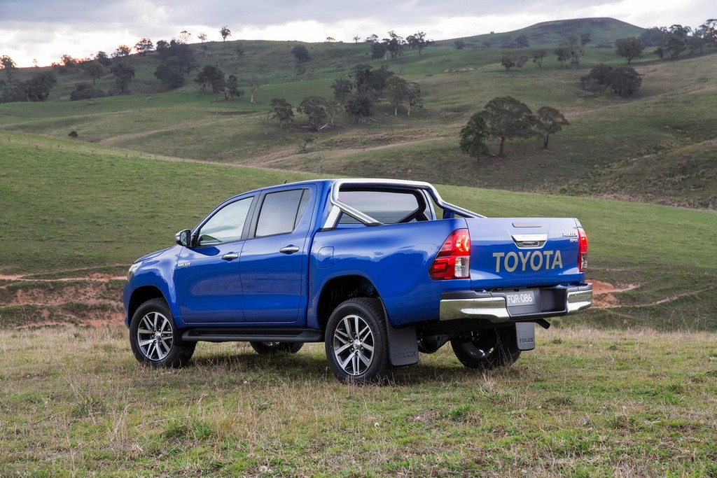 2016 Toyota Hilux 5 2016 Toyota Hilux : Features and specs
