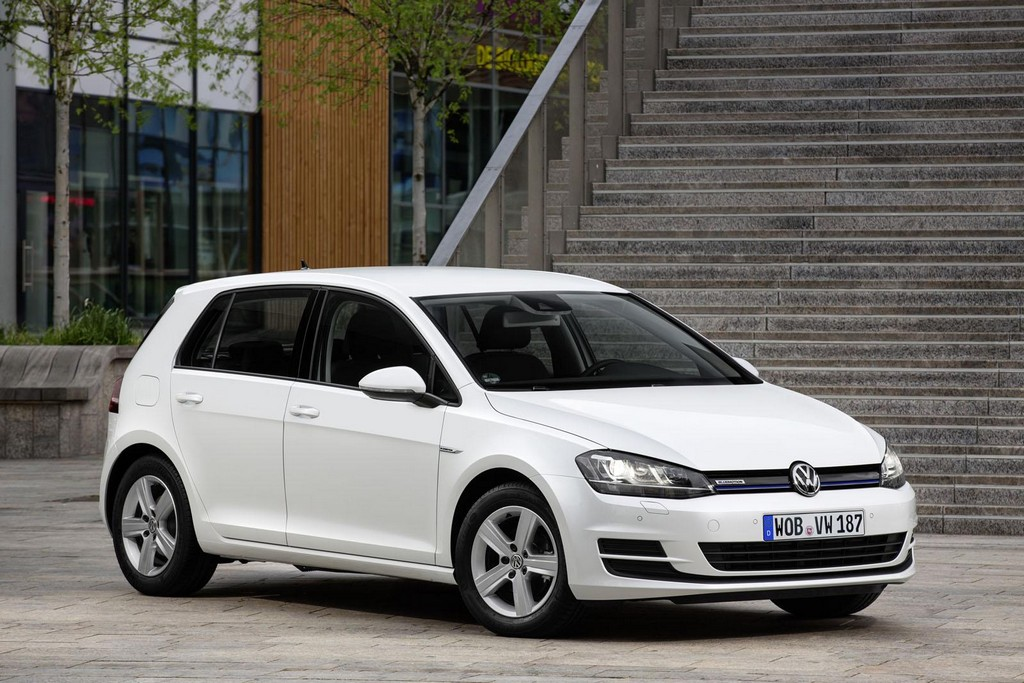 2016 volkswagen golf tsi bluemotion unveiled features. Black Bedroom Furniture Sets. Home Design Ideas