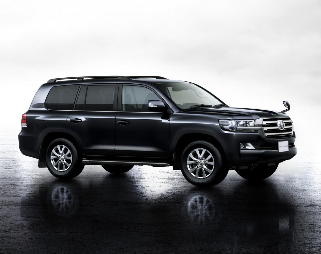 2016 toyota land cruiser facelift features and photos. Black Bedroom Furniture Sets. Home Design Ideas
