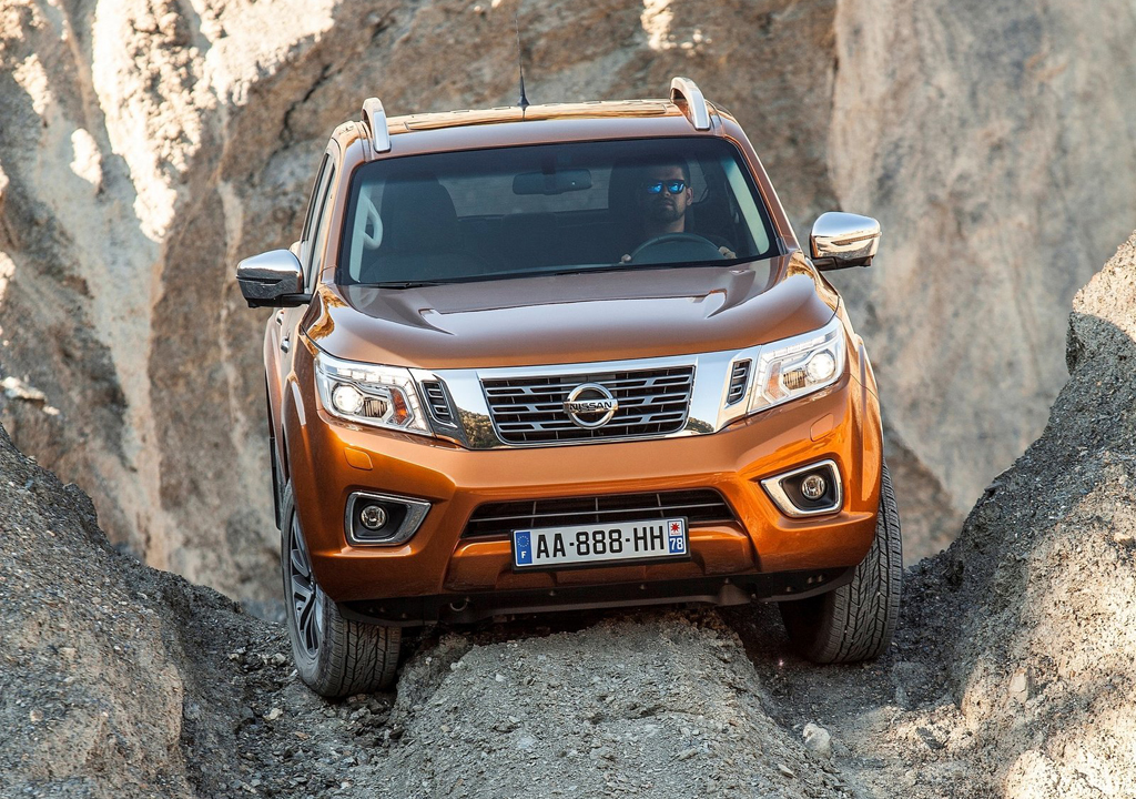2016 nissan np300 navara features and details. Black Bedroom Furniture Sets. Home Design Ideas