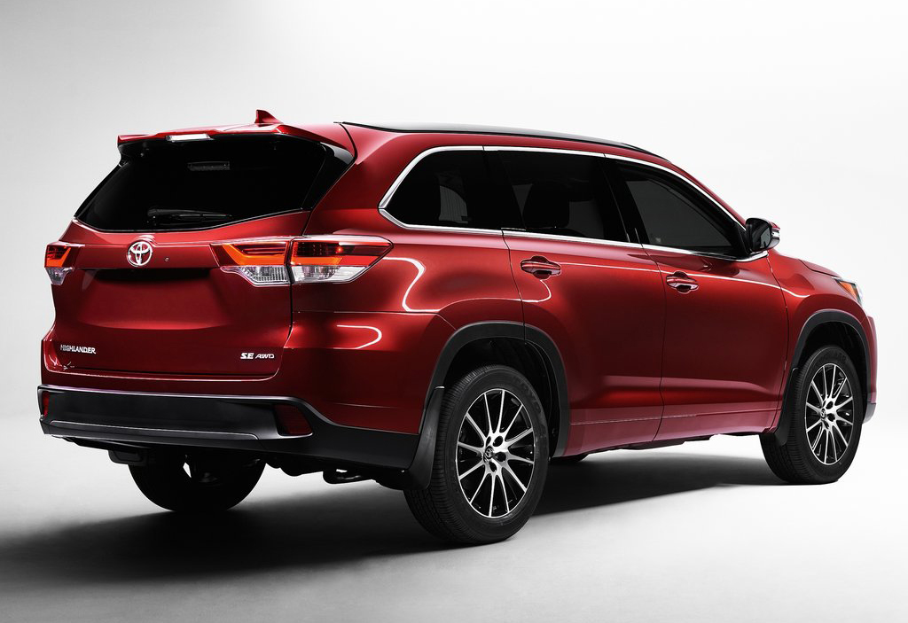 2017 Toyota Highlander 2 2017 Toyota Highlander Features and Photos